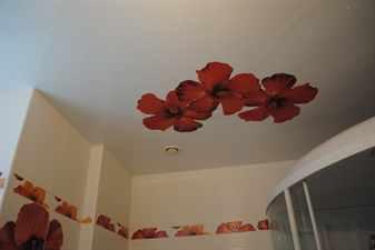 Дизайн потолка в туалете