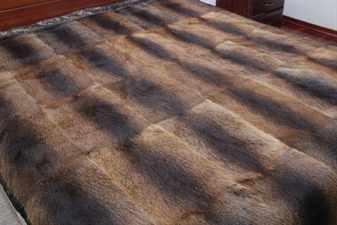 Накидка из искусственного меха на диван