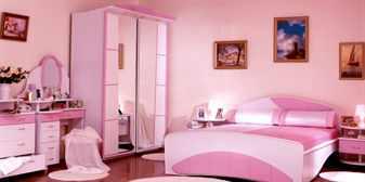 Женская спальня в розовых тонах