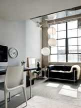 Комната с черно белой мебелью