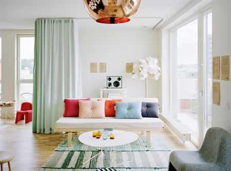 Как создать уют в гостиной своими руками 32