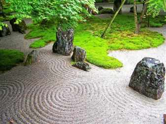 Zen-garden-landscaping-designs-with-big-rocks