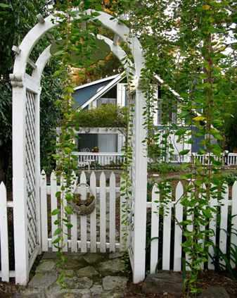 Stilvolle Pforten für den Gartenzaun