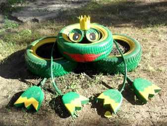 Украшение для сада из шин в виде лягушки