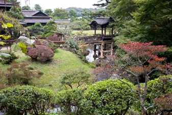 Sankeien_Rinshukaku_and_Teisha_Bridge