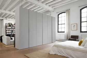 Светлая комната с перегородкой