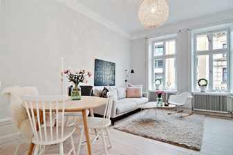Светлая комната со светлой мебелью