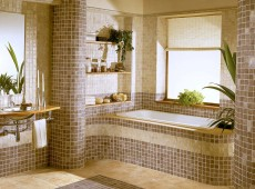 Ванная с полосатой мозаикой