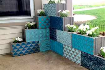 Stencil-a-cinder-block-and-turn-it-into-a-cool-vase-or-planter-1