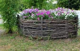 Клумба – плетеная корзинка